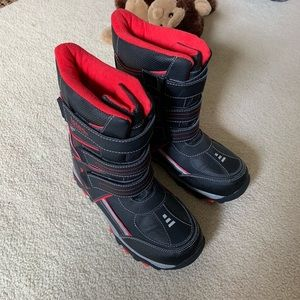 Totes kids snow boots